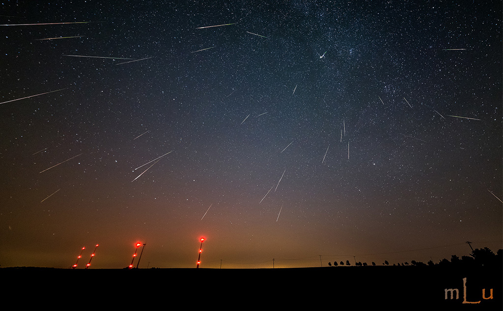 Calendar April 2016 : Meteor activity outlook for march april